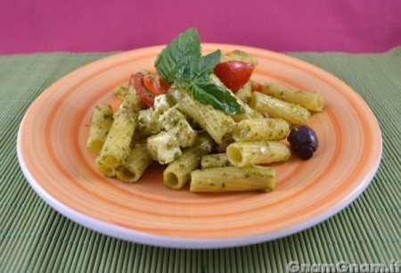 Insalata di pasta con pesto - Video ricetta